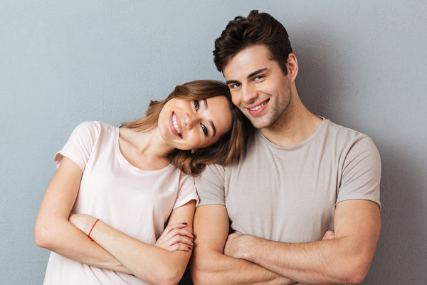 portrait-of-happy-young-couple